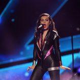 Charli XCX durante su actuación en los MTV EMA 2014