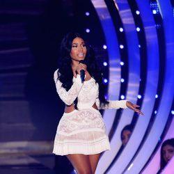 Nicki Minaj con un vestido blanco en la gala de los MTV EMA 2014