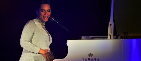 Alicia Keys luce embarazo durante su actuación en los MTV EMA 2014
