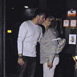 Belén Esteban y Miguel Marcos se besan por el 41 cumpleaños de la colaboradora