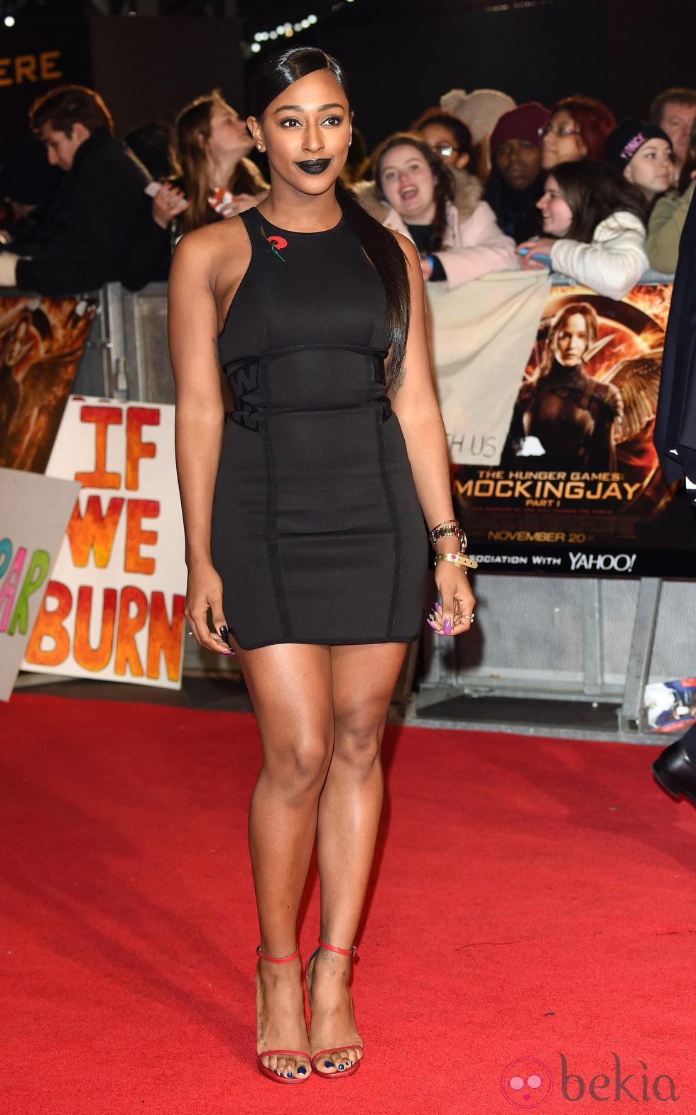 Alexandra Burke en el estreno de 'Los Juegos del Hambre: Sinsajo Parte 1' en Londres