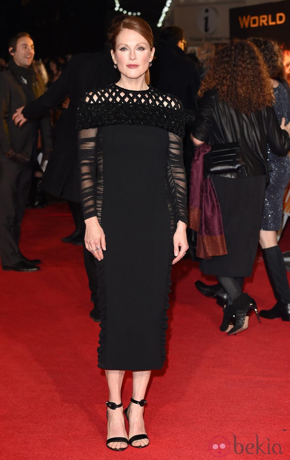 Julianne Moore en el estreno de 'Los Juegos del Hambre: Sinsajo Parte 1' en Londres