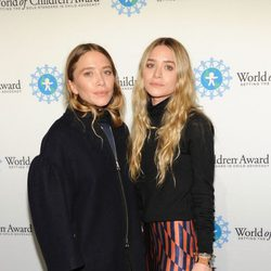 Mary Kate y Ashley Olsen en la entrega de los Premios World of Children en Nueva York