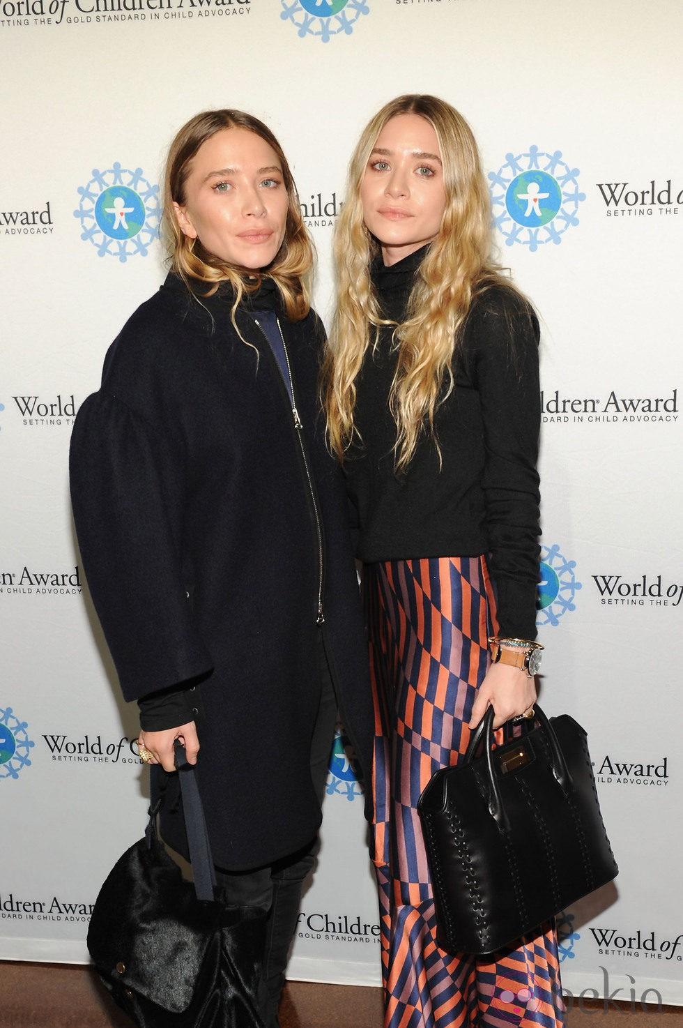 Mary Kate y Ashley Olsen en la entrega de los Premios World of Children en Nueva York