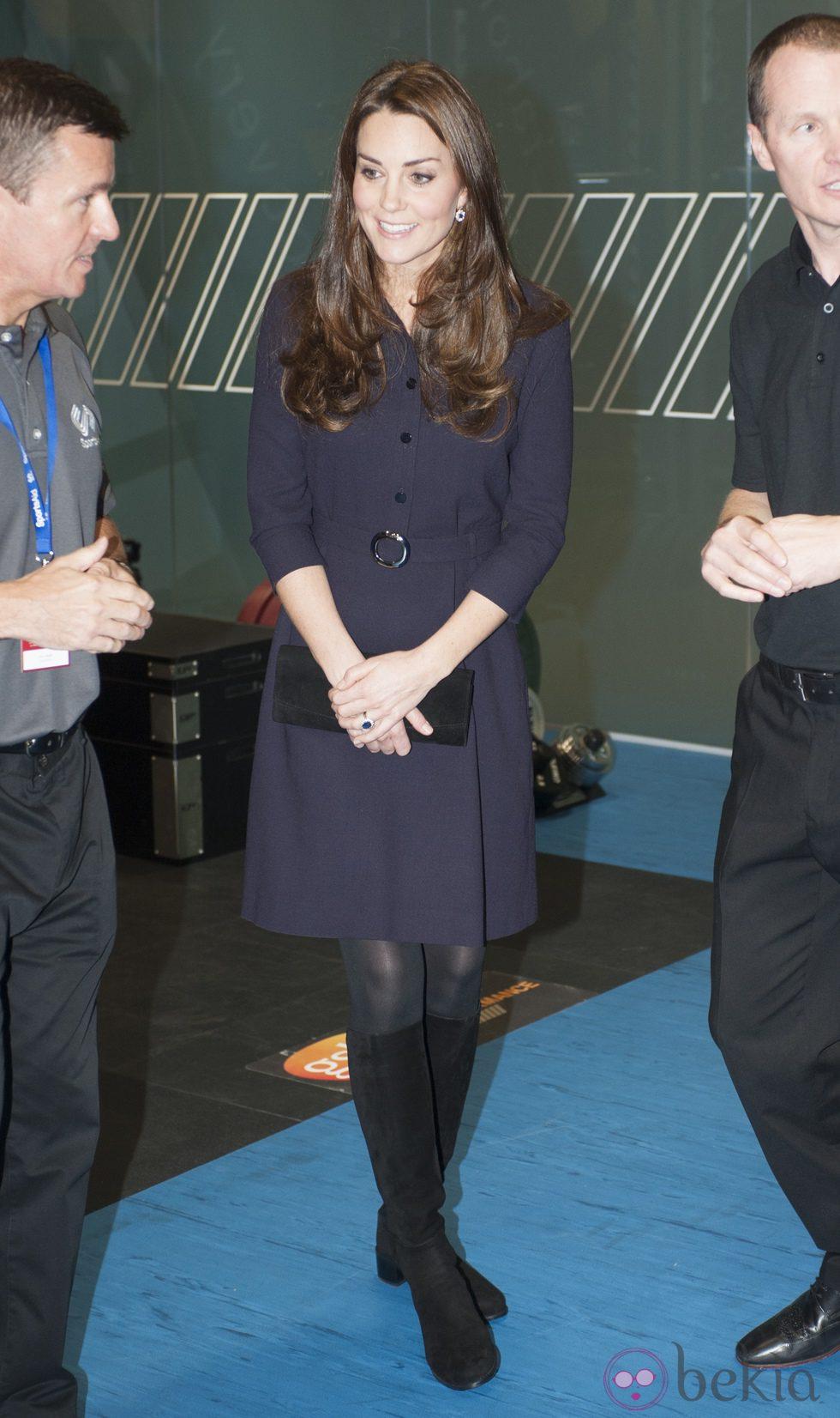 Kate Middleton luce embarazo en una visita al GSK Human Executive centre de Brentford