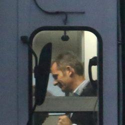 Iñaki Urdangarín embarca en el Prat con destino Ginebra