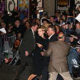 Jennifer Lawrence huye de la avalancha de fans en Nueva York