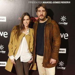 Alberto Ammann y Clara Méndez en el estreno de 'La ignorancia de la sangre' en Madrid