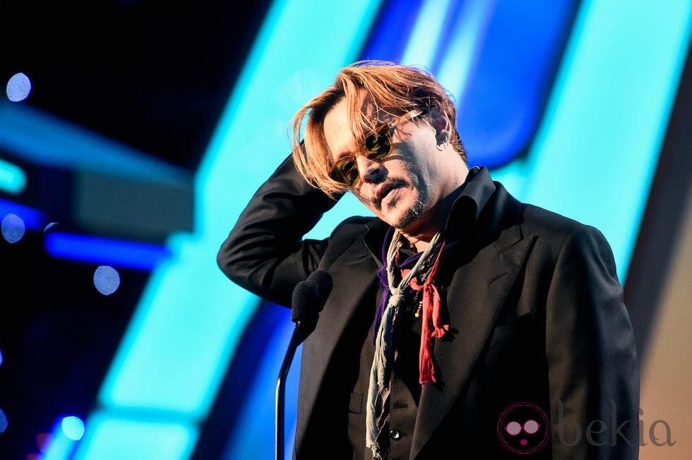 Johnny Depp con aspecto desaliñado en los Hollywood Film Awards 2014