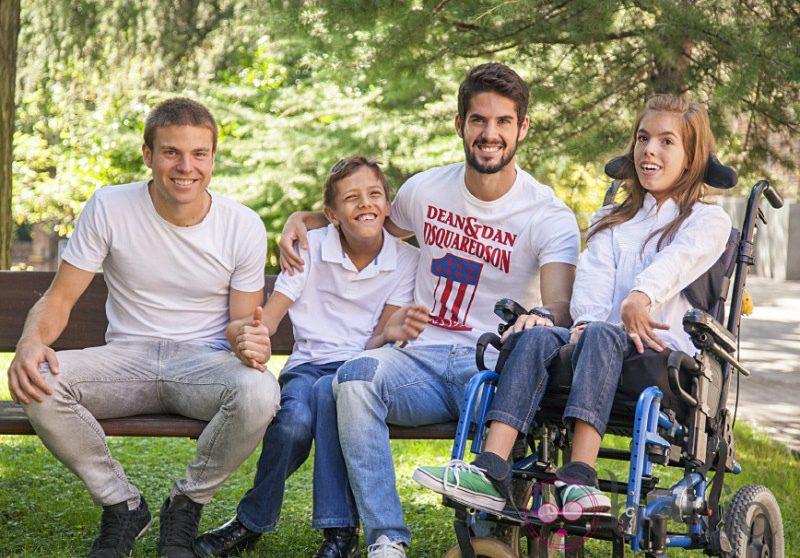Illarramendi e Isco posan junto a niños con discapacidad para el calendario solidario del Hospital de San Rafael