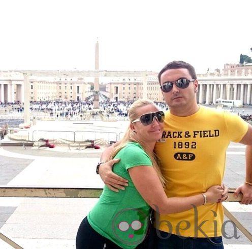 Belén Esteban y Miguel Marcos en la Ciudad del Vaticano