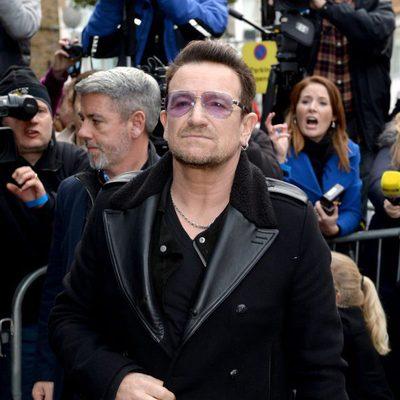 Bono a su llegada al estudio para grabar la canción en apoyo al ébola