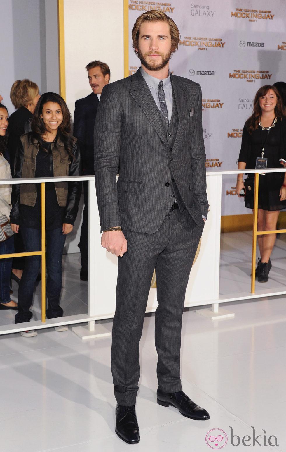 Liam Hemsworth en el estreno de 'Los Juegos del Hambre: Sinsajo Parte 1' en Los Ángeles