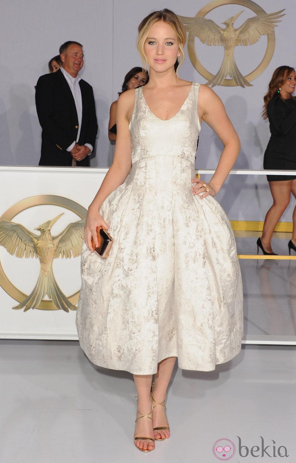 Jennifer Lawrence posando en el estreno de 'Los Juegos del Hambre: Sinsajo Parte 1' en Los Ángeles