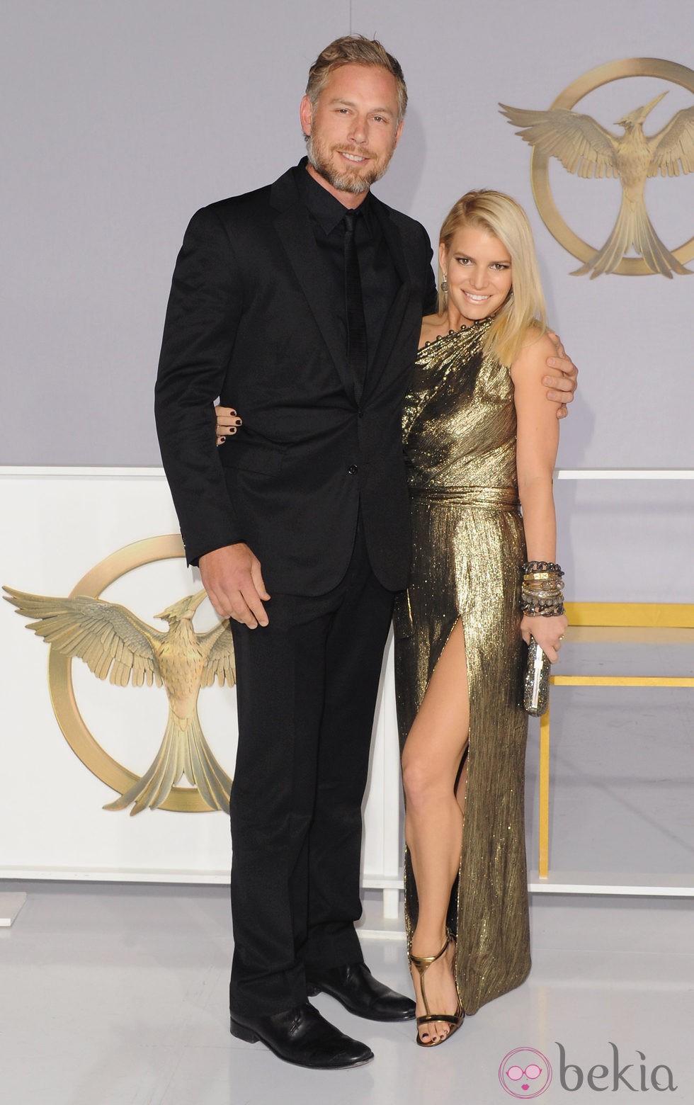 Jessica Simpson y Eric Johnson en el estreno de 'Sinsajo' en Los Ángeles