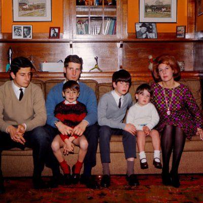 La Duquesa de Alba con sus hijos varones en los años sesenta