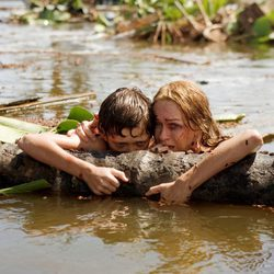 Naomi Watts y Tom Holland en una escena de 'Lo Imposible'