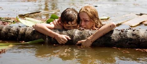 Naomi Watts y Tom Holland en una escena de 'Lo Imposible'