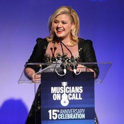 Kelly Clarkson en la gala aniversario a sus 15º años de carrera musical en Nueva York