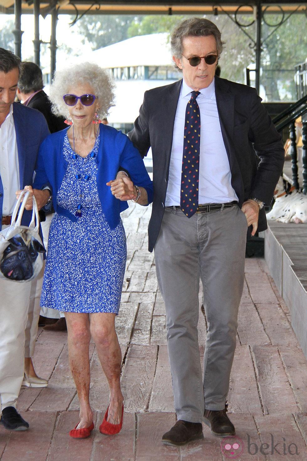 La Duquesa de Alba con Alfonso Díez en su última aparición pública