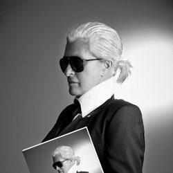Chelo García Cortés como Karl Lagerfeld en la Sálvame Fashion Week
