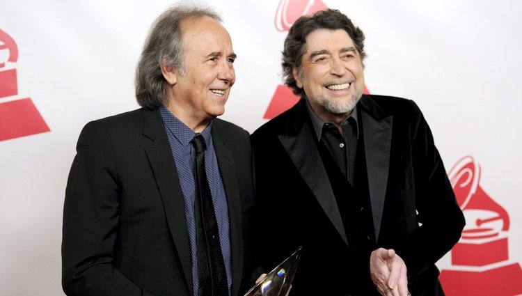 Joan Manuel Serrat y Joaquín Sabina en la entrega del premio Persona del Año 2014