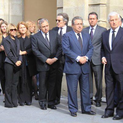 Los hijos y nietos de Doña Cayetana antes de entrar en la capilla ardiente de la Duquesa de Alba