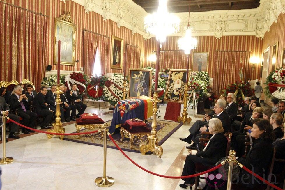 Restos mortales de la Duquesa de Alba en el Ayuntamiento de Sevilla