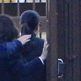 Isabel Pantoja entrando por la puerta de la cárcel de Alcalá de Guadaíra