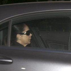 Isabel Pantoja se oculta tras unas gafas de sol a llegada a la cárcel de Alcalá de Guadaíra