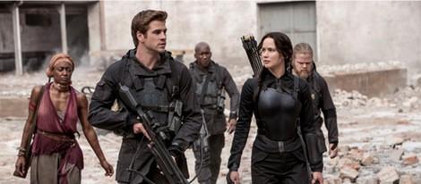 Jennifer Lawrence y Liam Hemsworth en 'Los Juegos del Hambre: Sinsajo Parte 1'