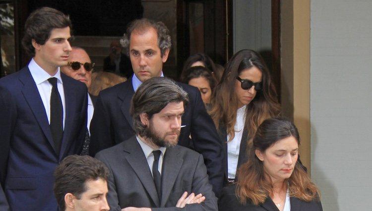 67021_nietos-duquesa-alba-antes-funeral-abuela_m.jpg