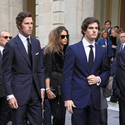 Fernando Fitz-James Stuart, Javier Martínez de Irujo e Inés Domecq en el funeral de la Duquesa de Alba