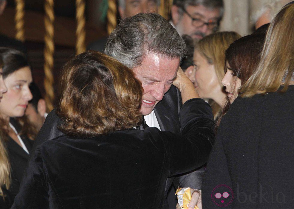 Alfonso Díez, roto de dolor en el funeral de la Duquesa de Alba