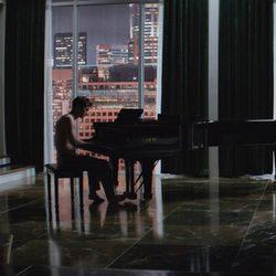 Jamie Dornan y Dakota Johnson en un fotograma de 'Cincuenta sombras de Grey'