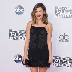 Lucy Hale en los American Music Awards 2014