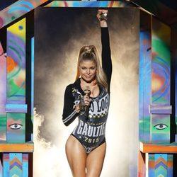 Fergie durante su actuación en los American Music Awards 2014