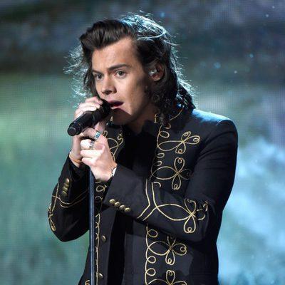 Harry Styles durante la actuación de One Direction en los American Music Awards 2014