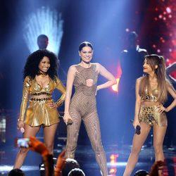 Ariana Grande, Jessie J y Nicki Minaj durante su actuación en los American Music Awards 2014