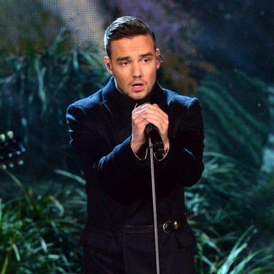 Liam Payne durante la actuación de One Direction en los American Music Awards 2014