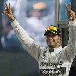 Lewis Hamilton celebrando su victoria en el GP de Abu Dhabi 2014