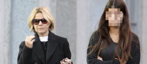 Eugenia Martínez de Irujo y su hija Tana Rivera regresa a Madrid tras la muerte de la Duquesa de Alba