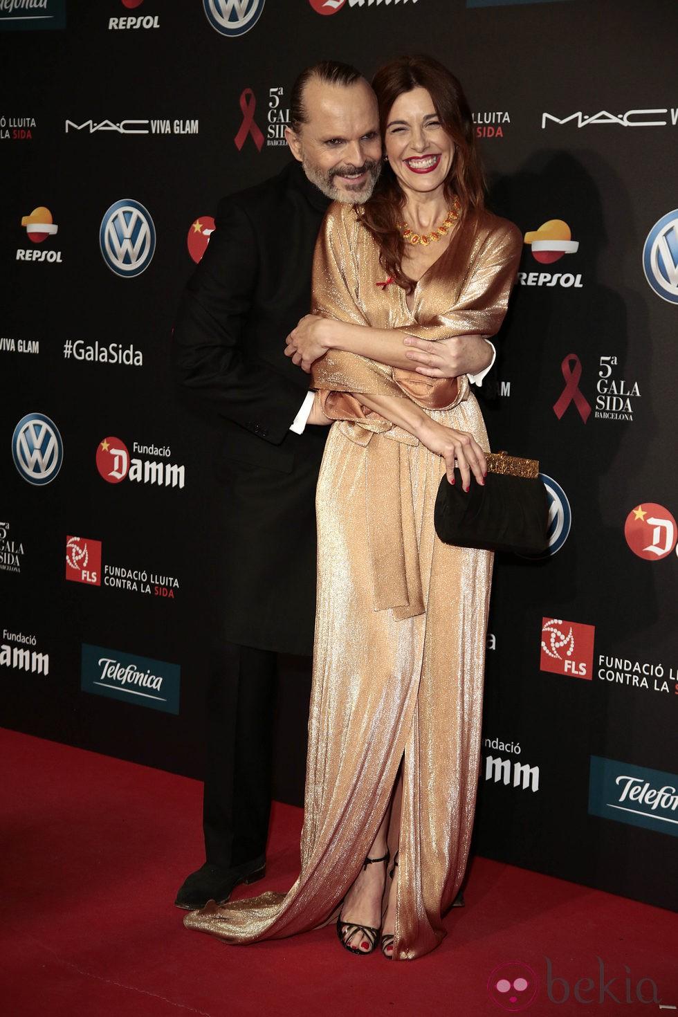 Miguel Bosé y Raquel Sánchez Silva en una gala benéfica contra el Sida en Barcelona