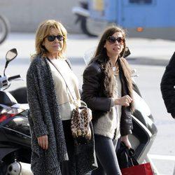 Mila Ximénez con su hija Alba en Madrid