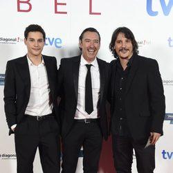 Álex Martínez, Ginés García Millán y Sergio Peris Mencheta en el estreno del último capítulo de 'Isabel'