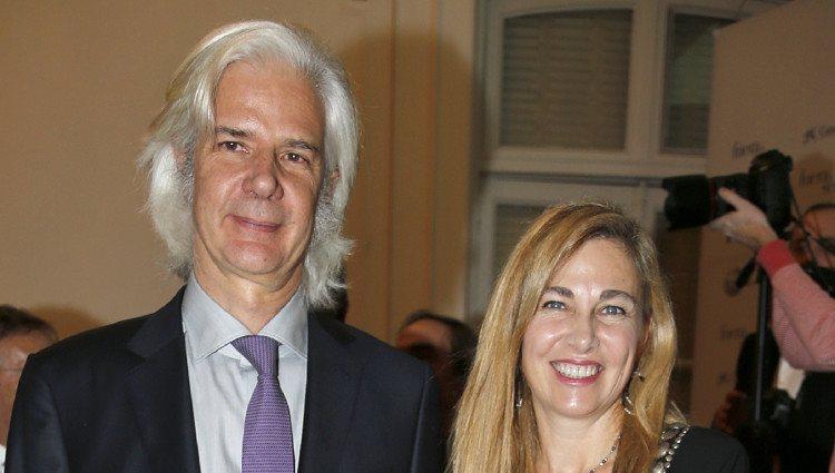 Jacobo Fitz James Stuart y su mujer Inka Martí en los Premios Fuera de Serie 2014