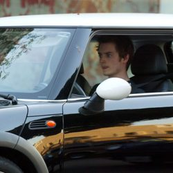 Elijah Wood conduce su Mini Cooper en Beverly Hills