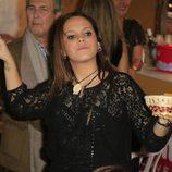 Gloria Camila ejerciendo de camarera en el Rastrillo 2014