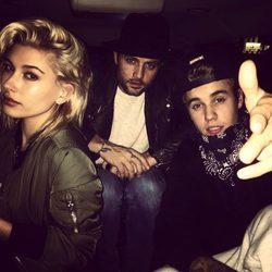 Justin Bieber y Hailey Baldwin en un coche