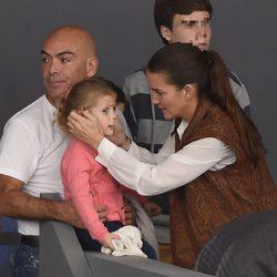 Samantha Vallejo-Nágera con Kike Sarasola y su hija Aitana en la Madrid Horse Week 2014